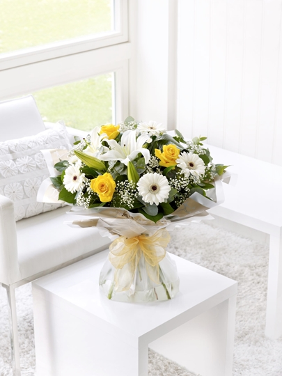 Picture of Lemon and White Sympathy Hand-tied Lge