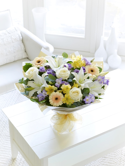 Picture of Soft Pastels Scented Sympathy Hand-tied Lge