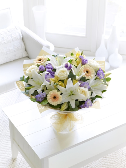 Picture of Soft Pastels Scented Sympathy Hand-tied Xl