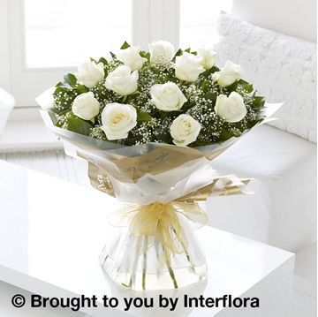 Picture of Heavenly 12 White Rose Hand-tied