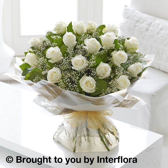 Picture of Heavenly 18 White Rose Hand-tied