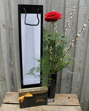 Picture of Single Red Rose & Chocolates