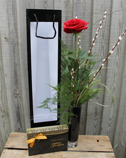 Picture of Single Rose Gift Set & 'I love you' Balloon