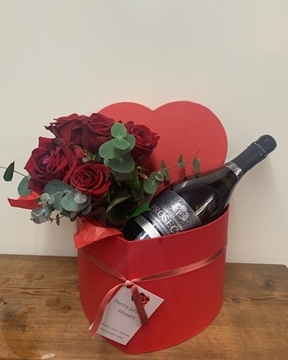 Picture of Romance Red Rose & Prosecco Heart Box
