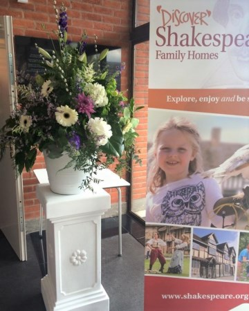 Country Pedestal Display For 400 Years Of  Shakespeare Stratford Upon Avon