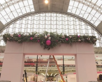 Large Garland At Spirit Of Christmas - Olympia London