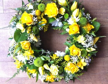 Wreath Display - Yellow - White