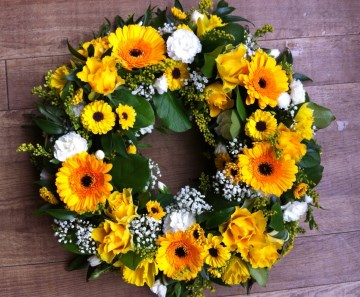 Wreath Display Orange - Yellow - White