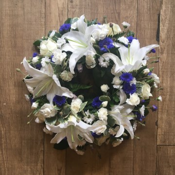 Wreath Display - Ivory - Blue