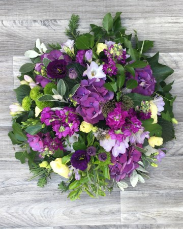 purple posy display - funeral tribut display - posy design - purple lilac flowers